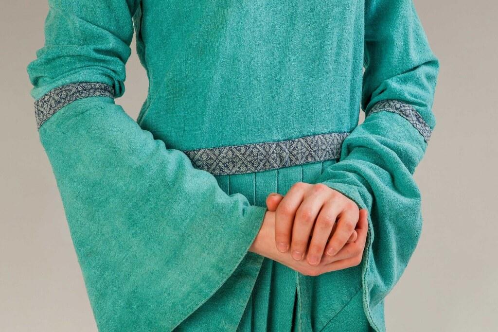 средневековое платье с тесьмой